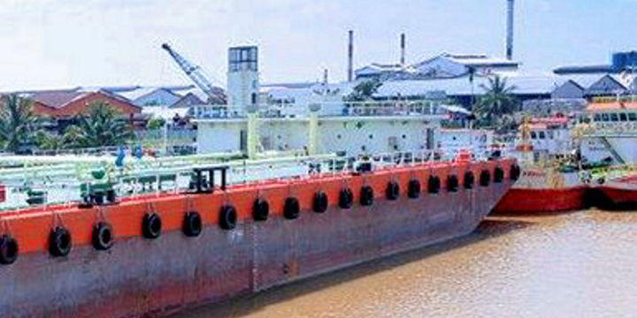 Tanker crew critically injured in blast | TradeWinds